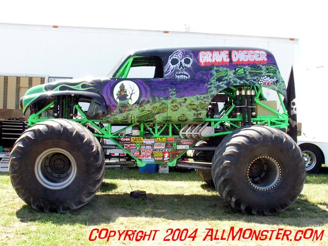 oshkosh wisconsin monster jam july 25 2004 where monsters are what matters. Black Bedroom Furniture Sets. Home Design Ideas