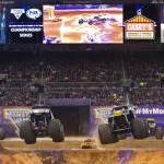 Neil Elliott (Max-D) vs. Lucas Oil Crusader - St. Louis Monster Jam 2015